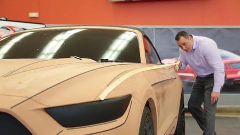 Từ nét bút chì phác thảo đến bản thiết kế ảo và mô hình thật là 3 bước của công việc thiết kế xe ngày nay