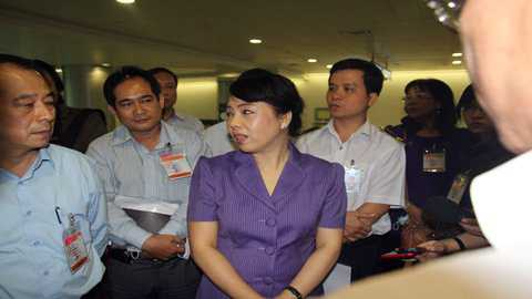 Bộ Trưởng Y tế căn dặn các cán bộ y tế phải luôn cảnh giác với dịch Mers. Ảnh: Thanh Huyền.