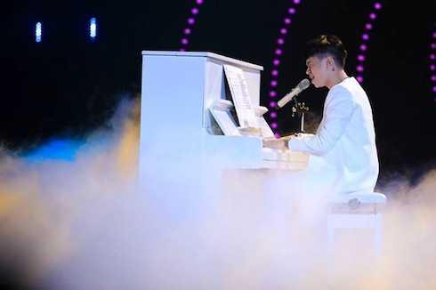 Trong khi đó, Diva Hồng Nhung cũng yêu cầu Hoàng Tôn một lần nữa thể hiện ca khúc đang được nghe nhiều nhất trên thế giới trong thời gian gần đi, bản nhạc phim đình đám của Fast 7, 'See you again'. Phần biểu diễn của anh khiến Hồng Nhung rung động.