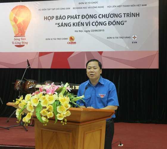 Anh Nguyễn Phi Long (Bí thư Ban chấp hành TW Đoàn) phát biểu tại buổi họp báo.