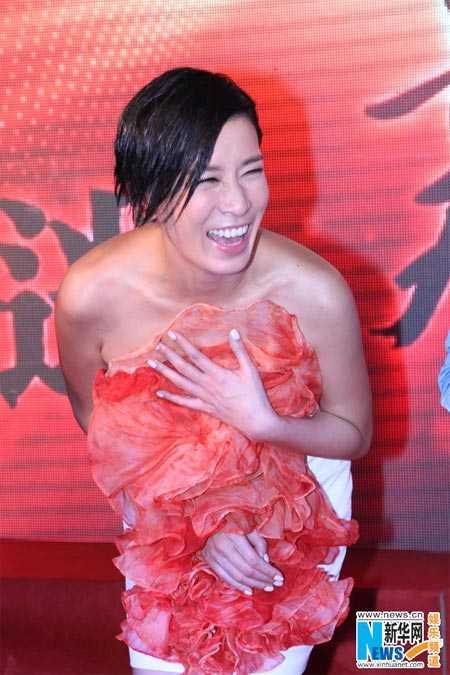 Xa Thi Mạn cười rạng rỡ, nhận 50 triệu HKD để về lại TVB.