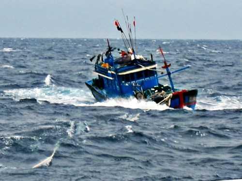 Thời tiết xấu khiến nhiều tàu cá gặp nạn trên biển - Ảnh minh họa: Nguyễn Tú