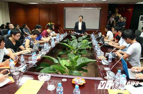 Bầu Hiển không ngại bỏ 1 triệu bảng mời Man City sang VN (Ảnh: Quang Minh)