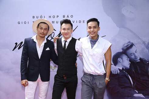 Dương Triệu Vũ và hai nhân vật trong MV.