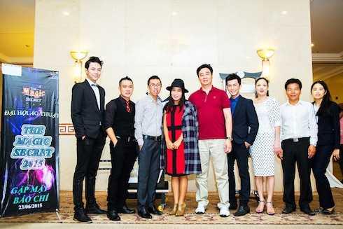BTC và các khách mời của buổi họp báo: Á vương Châu Minh Trí, ca sỹ Thái Trân - 'Nghĩa nữ của Hoài Linh'.