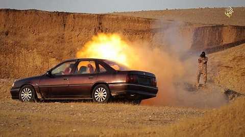 Chiến binh IS bắn tên lửa vào xe ô tô, giết chết 3 tù nhân