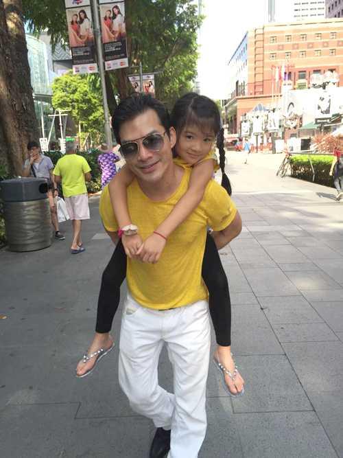 Nam diễn viên yêu thương con gái Bảo Tiên              hết mực. Bất cứ khi nào có thời gian rảnh, anh đều đưa đón nàng công              chúađi học hoặc sắp xếp đưa con đi du lịch.