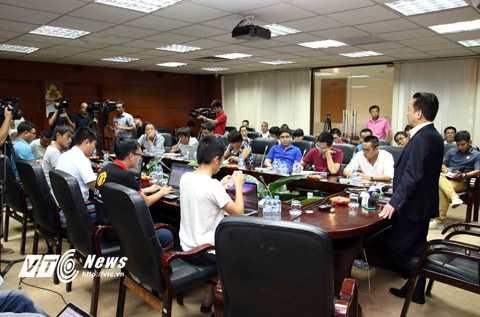 Đông đảo phóng viên tham dự buổi gặp gỡ của bầu Hiển quanh sự kiện Manchester City sang Việt Nam (Ảnh: Quang Minh)
