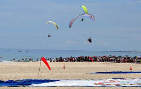Nhiều hoạt động thể thao biển hấp dẫn đang chào đón du khách