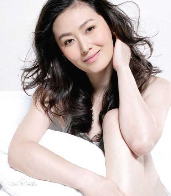 Ngoài tứ tuần, Vương Tư Ý vẫn đang đợi chờ tình nhân. Khi còn trẻ, cô từng là một trong 10 giai nhân nổi tiếng Đài Loan.