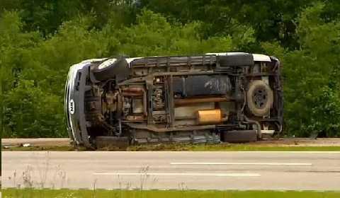 Vụ va chạm 6 xe hồi tháng 5 làm cho Graysons rơi vào tình trạng nhiều xương bị gãy và có tổn thương não.