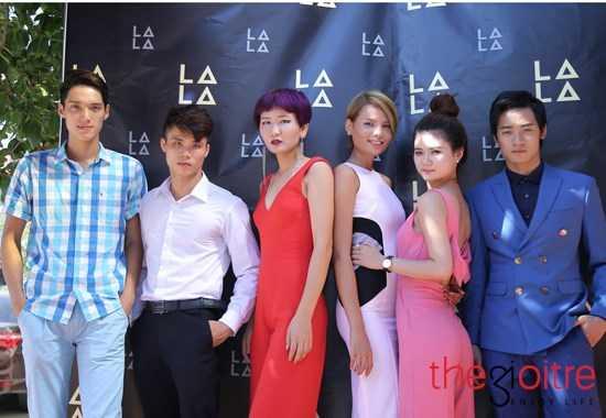 Dàn người mẫu miền bắc trong đó có Trang Vũ (ở giữa, bên trái) Top Elite Model Look, Top VNTM 2012 và Tiêu Ngọc Linh (ở giữa bên phải) Top 4, VNTM 2014 cũng có mặt.