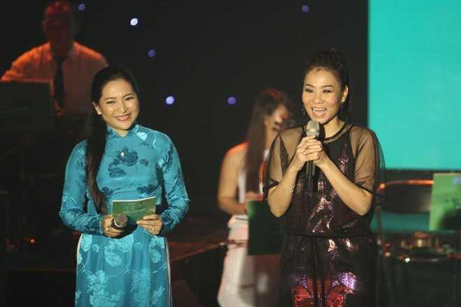 Hình ảnh ca sĩ Thu Minh trong đêm nhạc tôn vinh nhạc sĩ Phan Huỳnh Điểu tháng 10/2014.