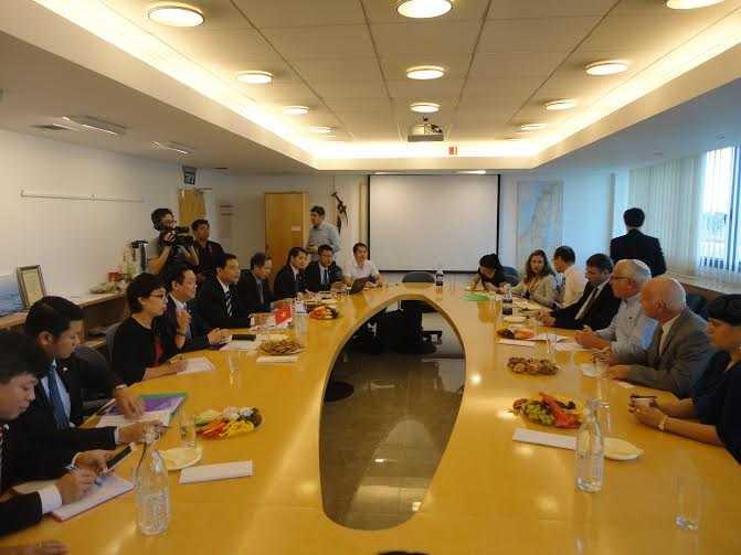 Hình ảnh làm việc giữa Trưởng Ban Kinh tế Trung ương Vương Đình Huệ với Bộ trưởng Bộ Nông nghiệp và Phát triển nông thôn Israel