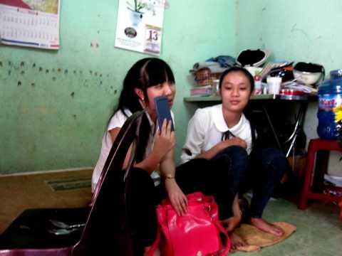Hai thí sinh may mắn được thi nhờ sự giúp đỡ tận tình của Công an phường Diên Hồng