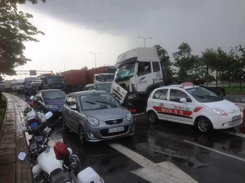 Hiện trường giao thông hỗn loạn