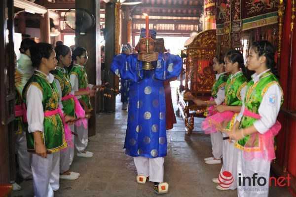 Hội Đình Chèm do cả ba làng đứng ra tổ chức để tri ân công đức của Ông Trọng