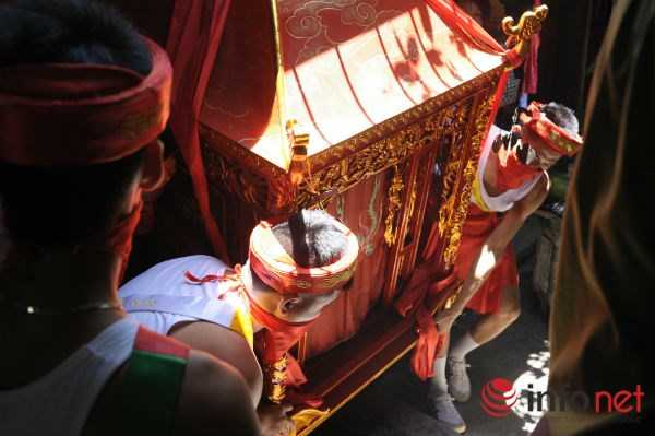 Một trong những nghi lễ quan trọng nhất của ngày chính hội là lễ mộc dục (tắm tượng thánh)