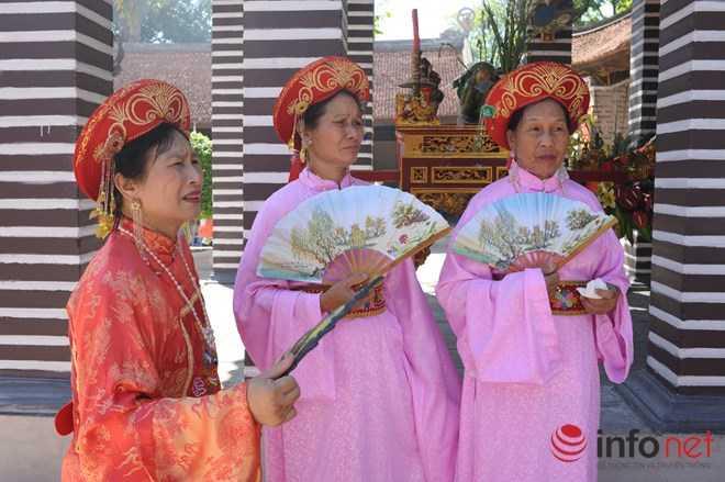 Những cụ bà trong nghi thức truyền thống