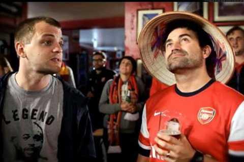 Hình ảnh CĐV Arsenal đội nón lá xuất hiện trong clip quảng bá cho chuyến du đấu