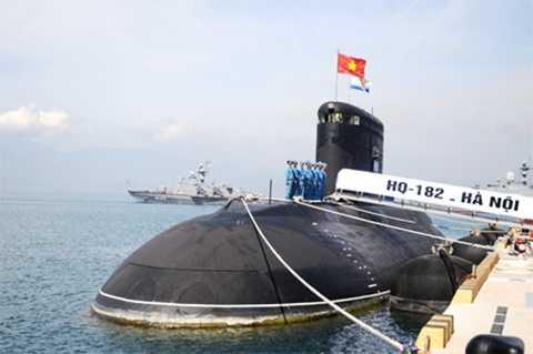 Tàu ngầm Kilo mang tên Hà Nội của Việt Nam- Ảnh: báo Người lao động