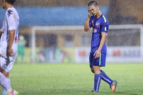Hình ảnh buồn bã của Công Phượng khi thua trận trước Hà Nội T&T