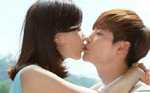 Lee Jong Suk vàLee Bo Young, cặp đôi được yêu thích trong phim