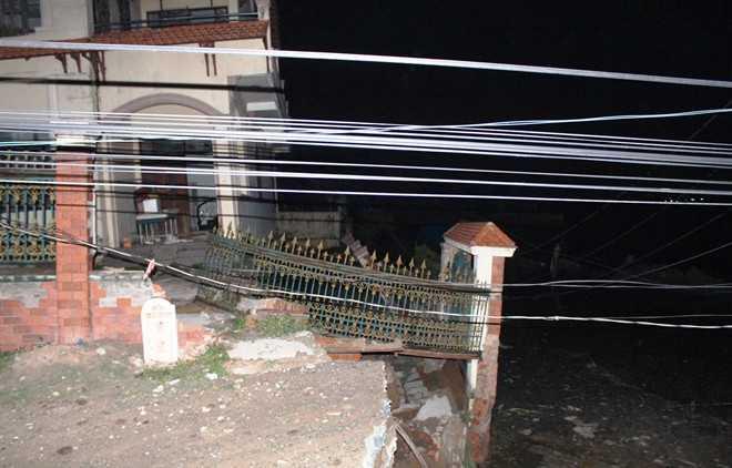 Một góc nhà người dân bị ảnh hưởng bởi vụ sạt lở khuya 1/7.