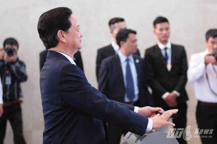 Thủ tướng thực hiện nghi lễ 'cất cánh'