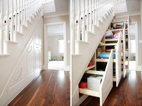 Thiết kế một tủ kéo ở trong không gian này sẽ giúp bạn đựng được nhiều đồ hơn, thử tưởng tượng xem, dưới gầm cầu thang, khi kéo ra là cả một tủ đựng giày, ô, đồ tập....như một phòng kho của gia đình vậy.