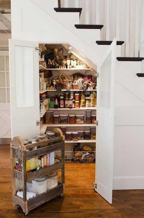 Một tủ đựng đồ khô ở đây chắc sẽ chiều lòng được bất cứ bà nội trợ nào trong gia đình.