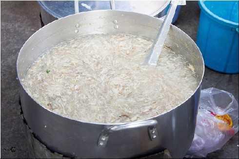 Súp cua óc heo tại khu ẩm thực này cũng ngon không kém khu phố Cô Giang nhé!