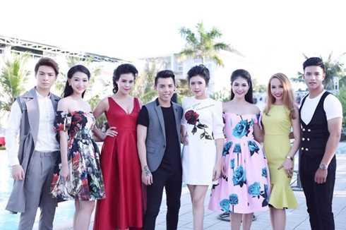 Kenbi Khánh Phạm (giữa) cùng dàn người mẫu trẻ của công ty Lukas