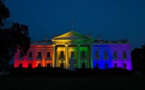 Nhà Trắng được 'nhuộm' sắc cầu vồng biểu trưng cho người đồng tính khi Mỹ chính thức công nhận hôn nhân đồng tính