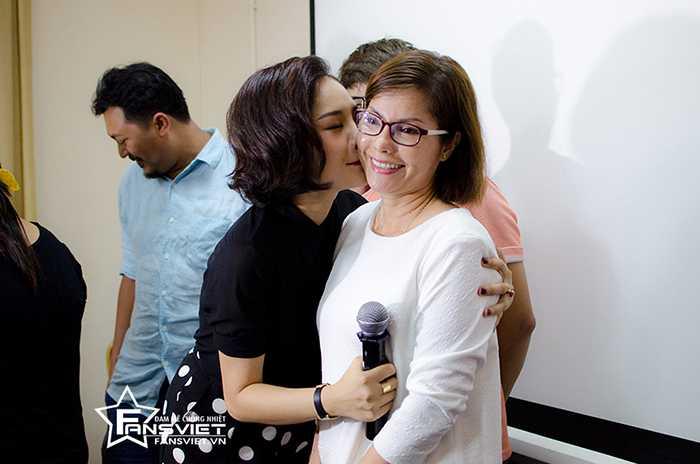 Miu Lê thể hiện tình cảm với mẹ
