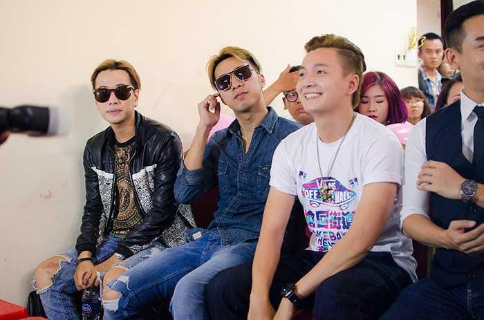 Fanclub Miu Lê vui vẻ dự tiệc sinh nhật nữ ca sĩ