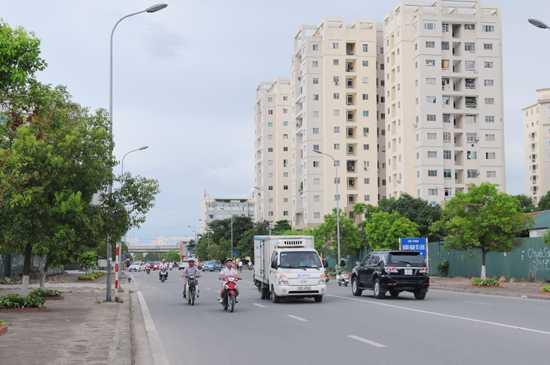Đoạn đường từ ngã ba giao cắt Phạm Hùng đến ngã tư phố Trung Kính chính thức mang tên Mạc Thái Tông. Ảnh: KTĐT