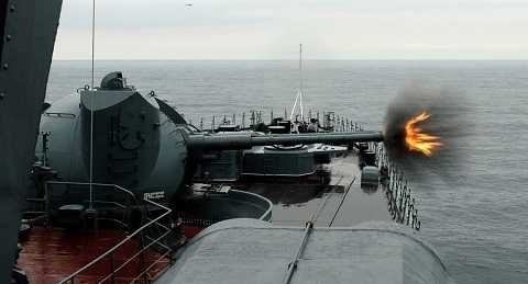 Pháo            AK-130 của hải quân Nga