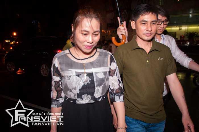 Bố mẹ của Sơn Tùng đến chung vui cùng con trai trong ngày đặc biệt.