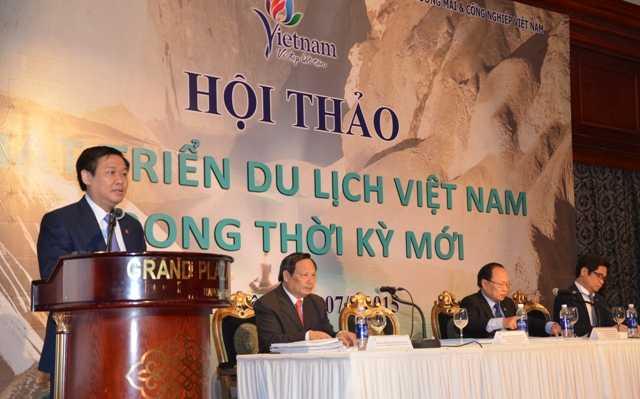Ông Vương Đình Huệ cho biết, năm 2015, một trong những nhiệm vụ quan trọng của Ban Kinh tế Trung ương là nghiên cứu định hướng chiến lược phát triển ngành du lịch trở thành ngành kinh tế mũi nhọn