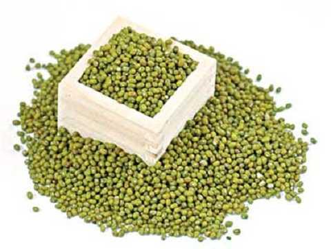 Đậu xanh còn được sử dụng làm thuốc cả cây, lá, rễ và hạt.