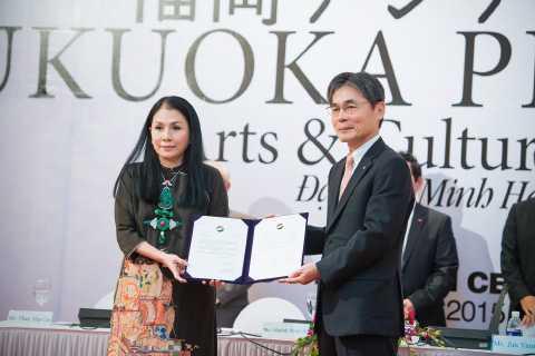 NTK Minh Hạnh nhận giải thưởng Fukuoka Prize
