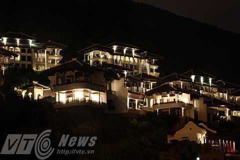 Một góc khu nghỉ dưỡng InterContinental Danang Sun Peninsula về đêm