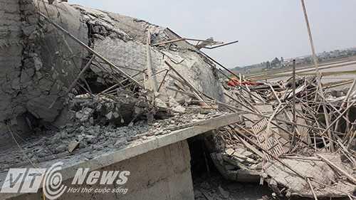 Thân tượng cao hàng chục mét bị sập đổ hoàn toàn - Ảnh MK