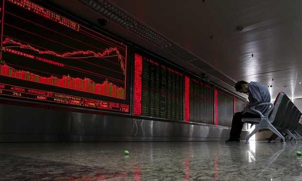 Sắc đỏ và nỗi tuyệt vọng bao phủ thị trường chứng khoán Trung Quốc - Ảnh: Reuters