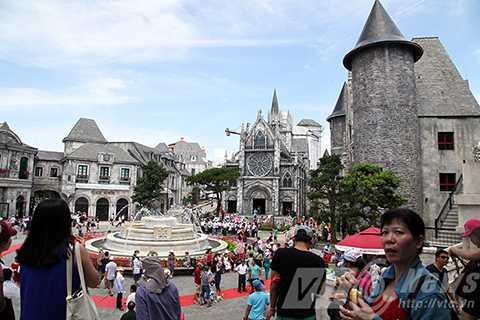 Vượt qua nhiều ứng viên, Bà Nà Hills trở thành khu du lịch duy nhất được Hiệp hội Du lịch Việt Nam và Tổng cục Du lịch Việt Nam công nhận là Điểm tham quan du lịch hàng đầu Việt Nam.
