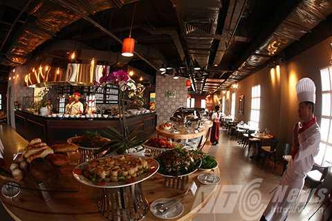 Đến Bà Nà Hills, du khách có thể thưởng thức và cảm nhận phong cách ẩm thực đặc sắc đến từ Pháp, Nga và mọi miền đất nước Việt Nam