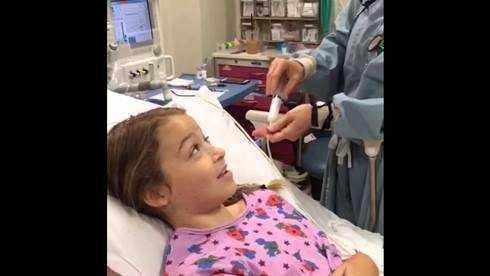 Naomi Oakeslà fan nhí cuồng nhiệt của Taylor Swift. Cô bé đang điều trị chữa bệnh bạch cầu.