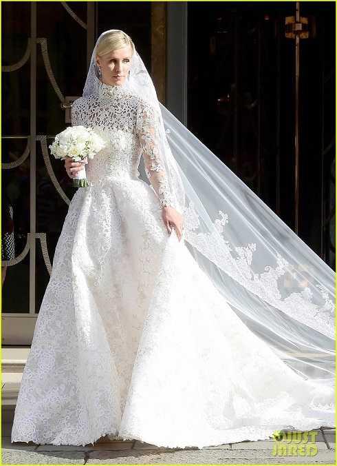 Nicky Hilton lộng lẫy trong chiếc váy cưới có giá 50.000 bảng (1,7 tỷ đồng) của hàng thời trang cao cấp Valentino.