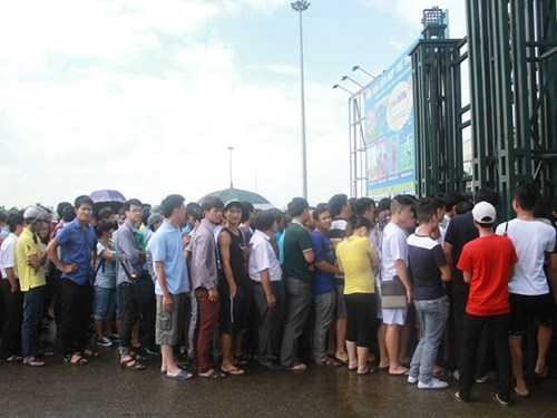 Cảnh xếp hàng khốn khổ chờ mua vé xem Man City có xảy ra?
